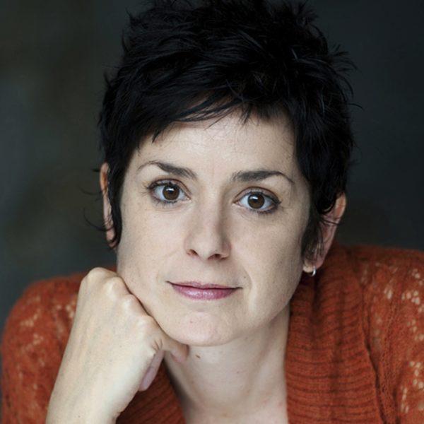Cécile ARNAUD, comédienne voix off.